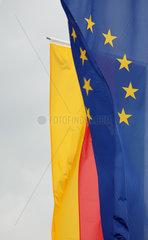 Schweigen-Rechtenbach  Deutschland  Deutschlandfahne und Europafahne