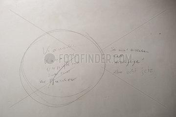 Auslaenderfeindliche Inschrift  Humboldt-Forum