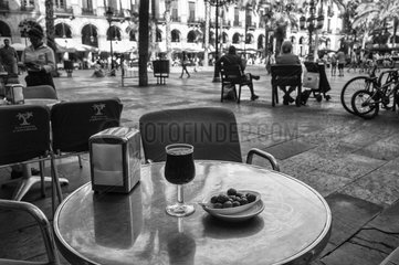 Oliven + Rotwein