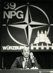 Manfred Woerner  Verteidigungsminister  NATO Tagung  1986