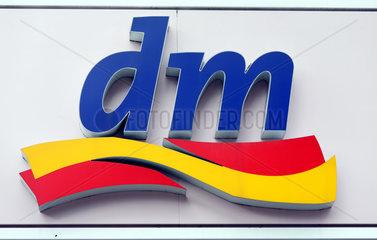 Berlin  Deutschland  Logo der Drogerie-Kette dm