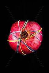 Granatapfel mit Gummiringen