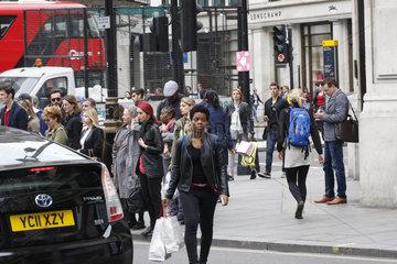 Londoner an die Regent street im London