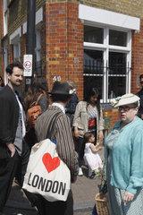 Paar an der Columbia Road in London
