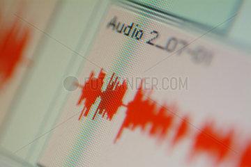 Berlin  Deutschland  ein Audiostream auf einem Monitor