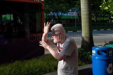 Singapur  Republik Singapur  Von der Sonne geblendet