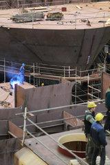 Flensburg  Deutschland  Arbeiter der FSG waehrend eines Stapellaufs
