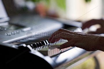 Haende am Klavier