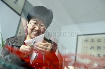 CHINA-GANSU-PAPER-CUTTING-INHERITOR (CN)