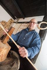Haseldorf  Deutschalnd  die alte Bandreisserkate des Dorfes Hasdeldorf