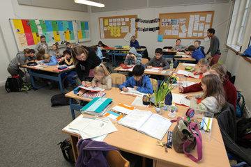 Flensburg  Deutschland  Deutschunterricht in der fuenften Klasse am Gymansium Goetheschule