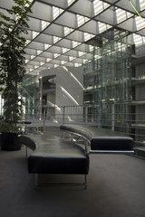 Berlin  Deutschland  Lederbaenke in leerer Halle im Paul-Loebe-Haus