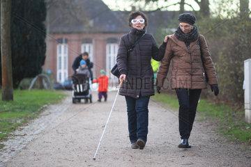 Flensburg  Deutschland  Selbstversuch  Sehende simulieren Blindheit