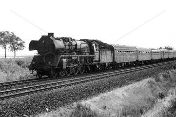 Schoenefeld  DDR  die 03 2270 auf freier Strecke