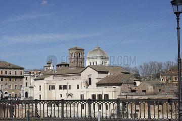 Kuppel und Glockenturm in Rom