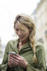Communicating through social media on smartphone while on the go