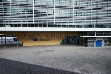 Bruessel  Region Bruessel-Hauptstadt  Belgien - Eingangsbereicht zum Berlaymont-Gebaeude  Sitz der Europaeischen Kommission.