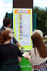 Royal Ascot  Betting  which colour has the hat of Queen Elizabeth the Second ?
