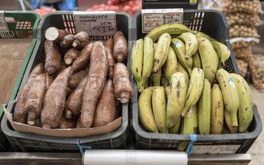 Maniok und Bannanen