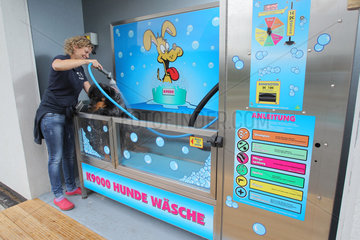 Flensburg  Deutschland  Hunde-Wasch-Station Dob Wash K9000 des Herstellers iClean Carwash Technologies