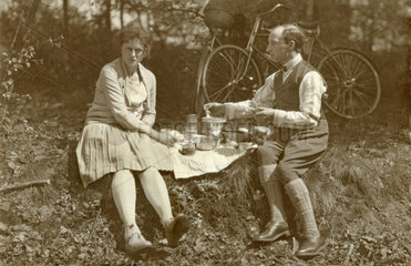 Picknick im Arnsberger Wald  1924