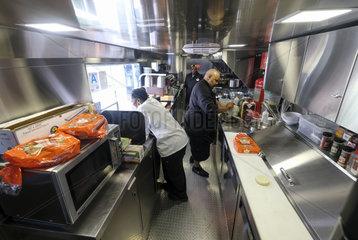 U.S.-LOS ANGELES-AIRPLANE-FOOD TRUCK