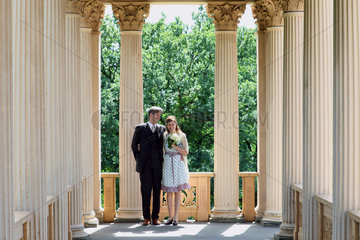 Potsdam  Deutschland  Hochzeitspaar im Belvedere auf dem Pfingstberg