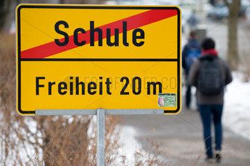 Dresden  Deutschland  Symbol Schulferien - Schulende