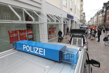 Flensburg  Deutschland  Grosseinsatz der Polizei wegen einer Bombendrohung bei Karstadt