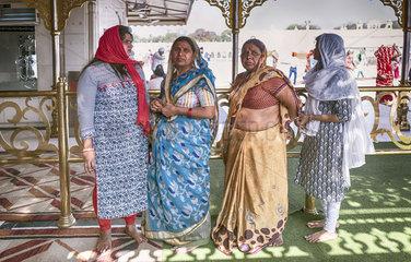 Frauen im Sikh Tempel