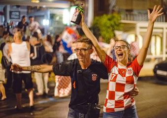 Kroatische Fussballfans jubeln