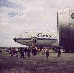 Ceylon  Colombo  Condor auf dem Flughaven von Colombo