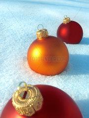 Orange Christmas Ball Ornaments in the snow - Christbaumkugeln