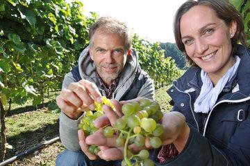 Malente  Deutschland  Inhaberin Melanie Engel und Kellermeister Jan Carstens auf Weingut Ingenhof