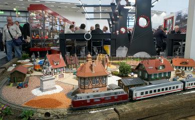 Modellbahnanlage einer Grossbahn der Firma LGB auf der Spielwarenmesse