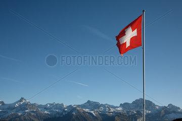 Ruogig  Schweiz  Schweizer Fahne und Schweizer Alpen