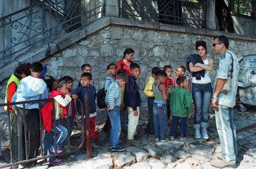 Kindergartengruppe auf einem Ausflug in der Altstadt von Plovdiv  Bulgarien