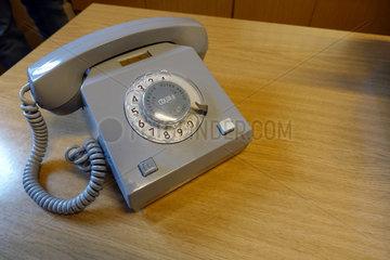 Berlin  Deutschland  Waehlscheibentelefon der Marke Variant im Stasimuseum Berlin