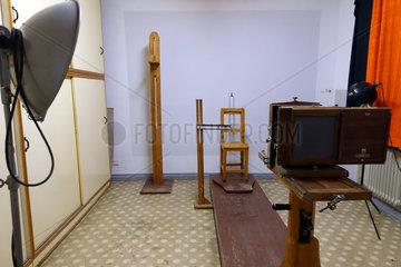 Berlin  Deutschland  Raum fuer erkennungsdienstliche Massnahmen im Stasimuseum Berlin