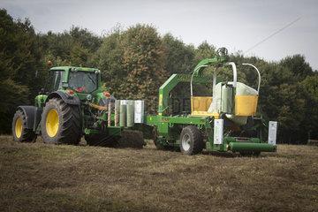 Landmaschine auf einem Acker