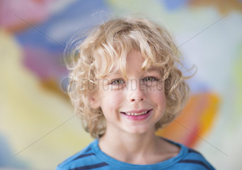 Blonder Lockenkopf