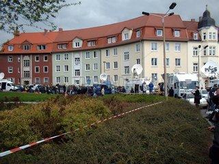 Ue-Wagen vor dem Gutenberg-Gymnasium in Erfurt 2002
