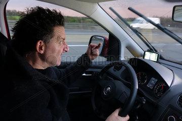 Berlin  Deutschland  Aggressiver Autofahrer auf der Autobahn