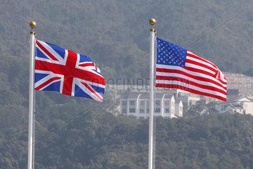 Hongkong  China  Nationalfahnen von Grossbritannien und den Vereinigten Staaten von Amerika
