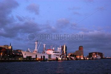 Hamburg  das Museumsschiff Cap San Diego im Hamburger Hafen