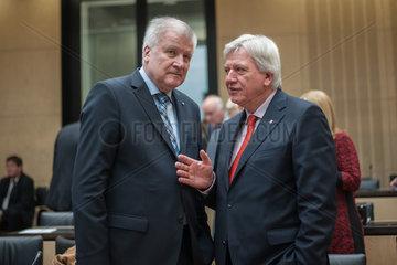 Berlin  Deutschland  Horst Seehofer  CSU  und Volker Bouffier  CDU