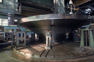 Turbinenherstellung im Kvaerner-IMGB-Werk in Bukarest  Rumaenien