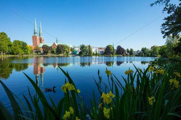Hansestadt Luebeck  Blick ueber den Muehlenteich auf dem Dom