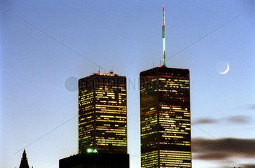 New York  USA  Mond ueber Manhattan