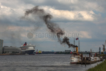 Queen Mary 2 - Hamburg Harbour